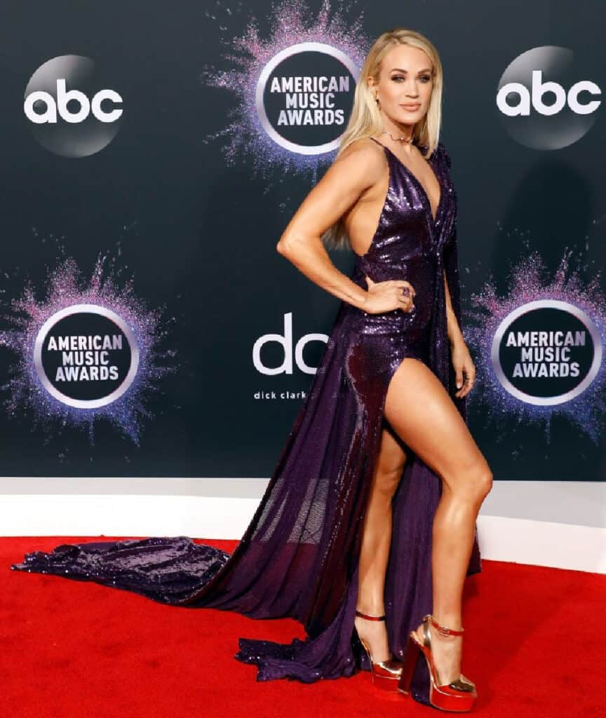 Carrie Underwood beautiful legs