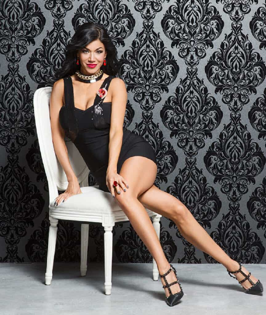 Rosa Mendes sexy legs