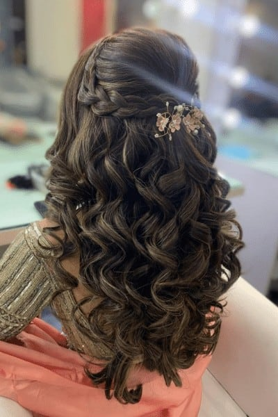 Messy hairstyle with thick and thin butterfly braids
