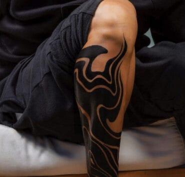 Ricky Martin bold leg tattoo