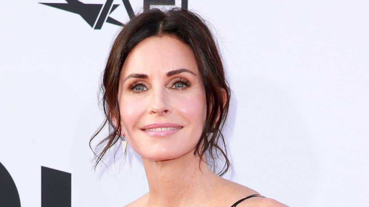 Courteney Cox finally nominated for friends two decades later