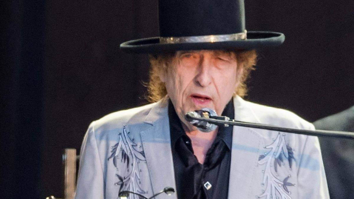 Bob Dylan Charged For Sexually Assaulting